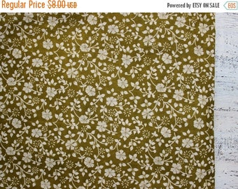 CHRISMAS IN JULY 23-25.7 Vintage cotton fabric khaki olive green white floral 29x42 inches