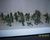 "1970's Lot of 25 Oive Green Toy Figural Army Men 2 1/2"" Tall Lot 1"