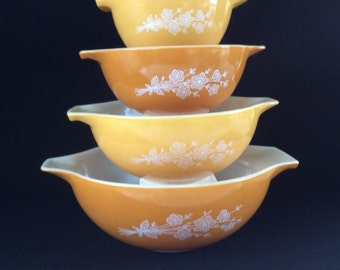 Pyrex Butterfly Gold vintage Pyrex Set
