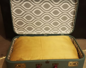 Suitcase Cat Bed - Vintage suitcase - (Small dogs too)