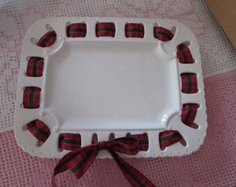 Avon Canada white rectangular serving tray / White rectangular tray serving Avon Canada
