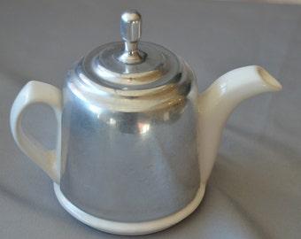eb1594 Vintage Art Deco White Porcelain Ceramic Tea Pot and Aluminum Tea Cozy