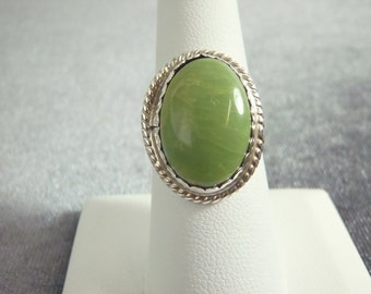 Sterling Silver Lime Green Stone Ring Sz.7 1/2 R74