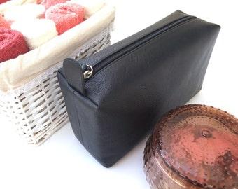 Personalized Black Leather Mens toiletry bag, Toiletry bag for men, Men toiletry bag, Toiletry bag men, Mens toiletries bag