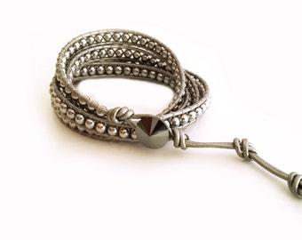 4 times wrap bracelet, leather wrap bracelet,pearl bracelet, grey pearl, leather beaded, boho bracelet, grey bohemian, crystal bracelet