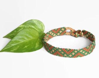"green and brown men friendship bracelet, unisex macrame adult wristlet, hippie bracelet ""sectioned zig zag"", 17 cm (6,7 inches)"