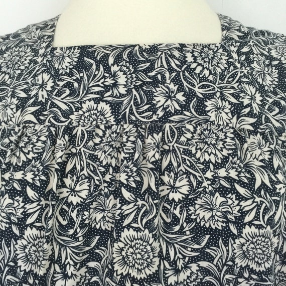 Vintage smock dress carnation print cotton floral chintz sundress UK 14 navy cream flowery summer trapeze flared dress with pockets
