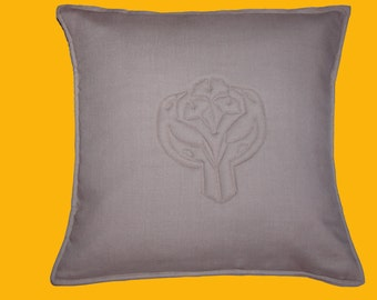 Linnen pillow case with sewn in pattern.
