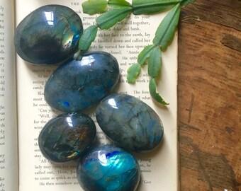 Labradorite Palm Stone - Flashy Labradorite - Healing Crystals - Crystal Specimen - Mineral Specimen - Chakra Crystal