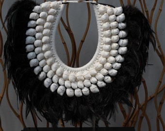Papua Native Warrior necklace with black feathers and round shells
