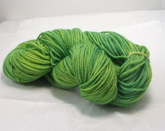 Superwash  Merino  Wool Yarn /  Worsted Weight  / Hand Dyed  Yarn  / Green Color  / Knitting Yarn  / Knitting Supply