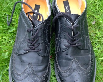 Awesome women's  black wingtip shoes, brogues, lace up oxfords, hipster, retro, cool, preppy, ladies size 8.5, BDG urban outfitters
