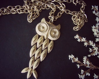 Vintage Owl necklace. Avon gold owl pendant. Signed jewelry. Articulated pendant
