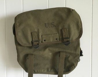 Vintage US Army Bag with backpack-type straps