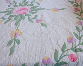 Old Quilt. Hand Stitched Quilt. Shabby Chic Quilt. Antique Handmade Quilt. Antique Quilt. Vintage Quilt. Primitive Quilt. FloralQuilt.
