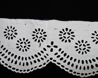Edwardian Broderie Anglaise Piece, Off White, Cotton or Linen, Cutwork, Insert, 0432, Wedding, dressmaking, Steampunk, haberdashery