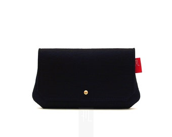 Black felt clutch, all purpose pochette, bridal shower gift idea, black pochette made in Italy, 小さな黒いバッグ。