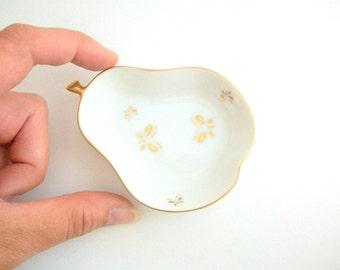 Vintage Ring Dish, Pear Ring Dish, Pear Trinket Dish, Fruit Ring Dish, White Ring Dish, Gold Ring Dish, Ring Dish, Jewelry Dish Trinket Dish