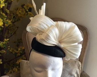 Beautiful black pillbox fascinator with cream silk abaca loops/bow/feathers!