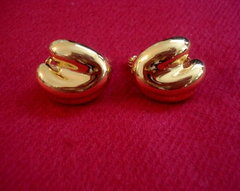 MONET Gold Clip On Earrings 31.00 Tag Vintage 1980's but still on original card!  Mother's Day Valentines Day Gift
