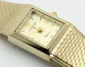 Beautiful WALTHAM Classic Ladies Gold Tone WATCH-Sapphire Stem-WAW026-Estate Jewelry-Runs Great!