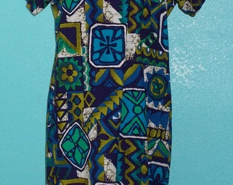 "60s ""Made in Hawaii"" Floral Barkcloth Plus Size Hawaiian  Dress — Size Large, 12-14"