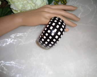 Made in India Black White Check Wood Bangle Bracelet Will fit a small wrist, 6 3/4 and below. Bridesmaid Badabling Jewelry