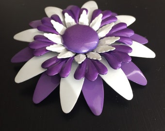 Vintage Flower Power purlpe and white brooch