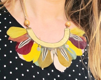 Collier  feathers , metal, leather , porcelain