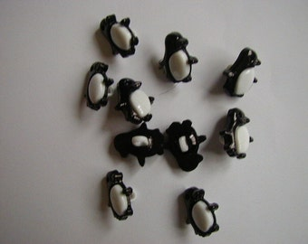 10 black and white penguin buttons
