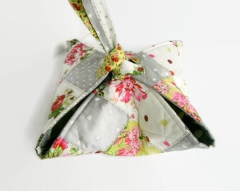 Floral Quilted pie carrier, casserole holder, cake plate tote, 'Sac a Tarte', grey home decor, reversible, patchwork kitchen