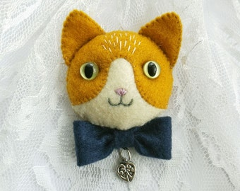 Ginger Cat Felt Brooch with Blue Bow Tie, Handmade Felt Jewelry for Cat Lovers, Hand Sewn Kitty Cat Pin for Pet Lovers
