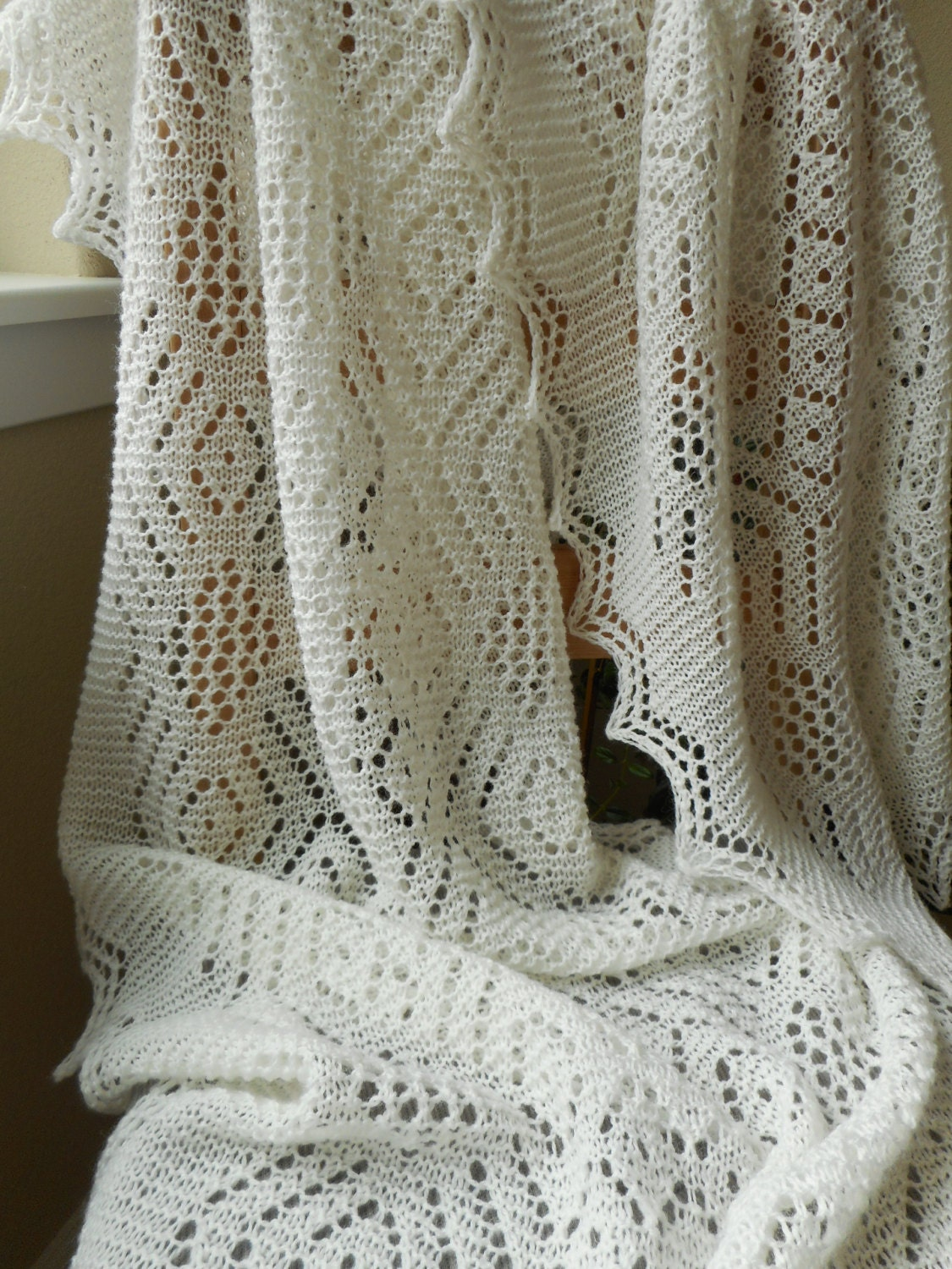 Knitting Shawl Russian : Lace knit shawl wrap with white wool in a
