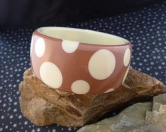 1980s Polka Dot Mauve-Brown and Crème Wide Chunky Vintage Lucite Bangle Bracelet