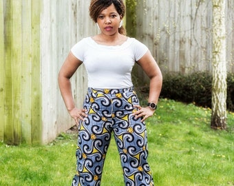 Wide leg pants in bold print