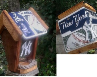 New York Yankees Two-Sided Cedar Bird Feeder