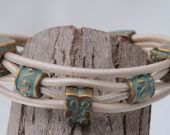 white Bracelet with bronce, patina color owls