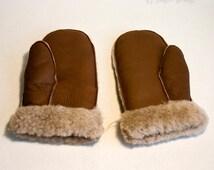 Vintage 1970s Light Tan Ladies Faux Sheepskin Mittens Winter Gloves