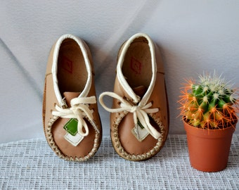 Vintage leather Baby Shoes, 4,5-5 US 19-20 EU, girls boys baby shoes, children boots , Kids room decor, Leather Baby sandals