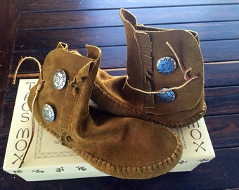 """60's Brown Suede Leather Ankle High Moccasins in Box--size 8 by Taos Mox """"Indian Maid"""""""