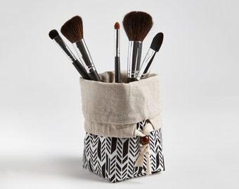 Travel Makeup Brush Bag, Makeup bag, Makeup Brush Organizer Cosmetic Organizer in Feathers Onyx