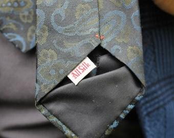 Vintage Paisley Tie // All Silk