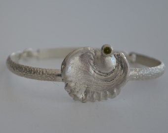 Bangle in sterling silver with peridot