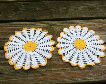 Yellow daisy flower doily set of two
