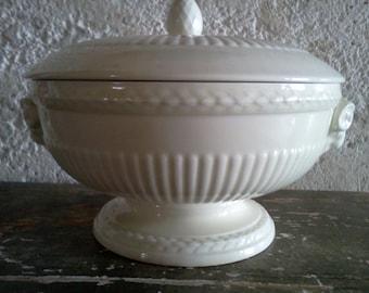 "Beautiful Wedgwood Vintage Tureen. 1950's Ram's Head handled Bowl. ""Of Etruria & Barlaston"" Wedgewood - EDME-. Creamy ""Queensware"". English"