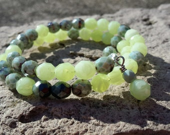Bracelet - Green Opaque Crystal Memory Wire