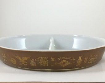 1 1/2 Quart Divided Early American Pyrex Dish Brown and Gold Vintage Retro Kitchen Baking Casserole