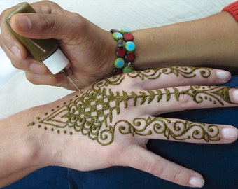Prefilled Ready-to-use Natural Henna Applicator Bottle Fine Tip Temporary Tattoo Kit 15ml Enough for 10-15 Tattos