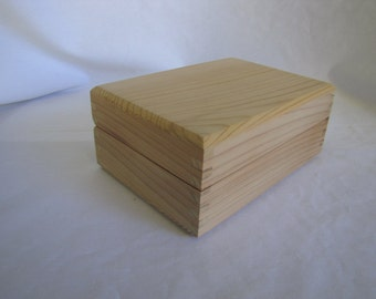 """Unfinished Handcrafted Cedar Box with Liner 5 """" x 7"""" (uf30714A)"""
