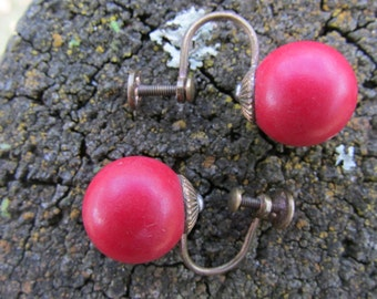 1950 screw back  earring red beauties. Free shipping!